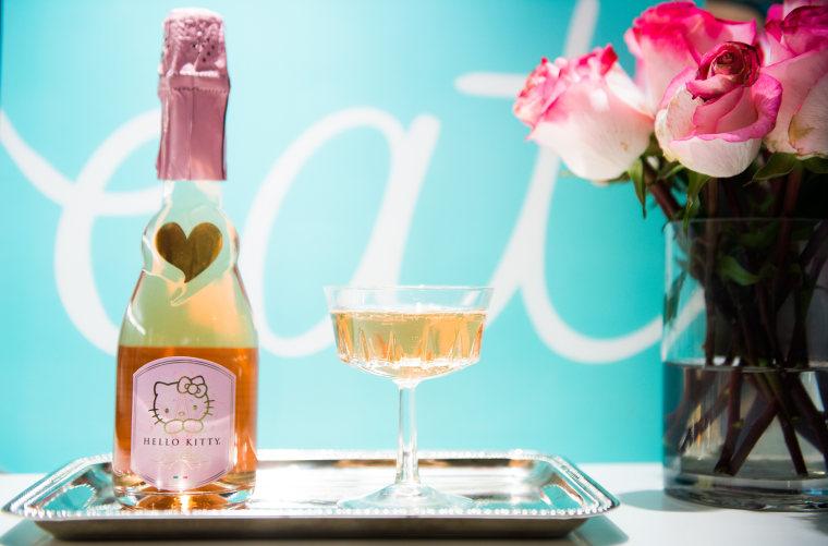 Hello Kitty Sweet Pink wine