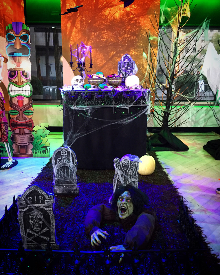 Creating this spooky graveyard scene for trunk-or-treating is a cinch!