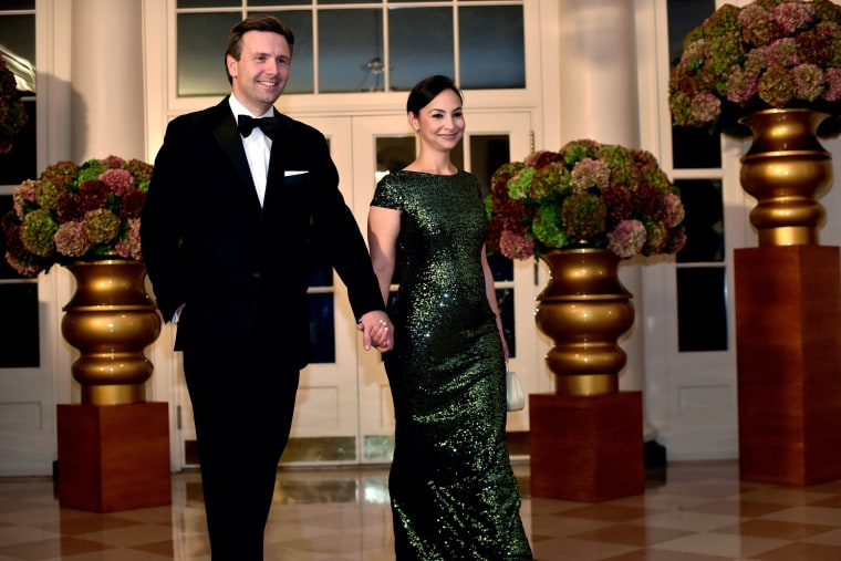 Image: White House Press Secretary Josh Earnest (L) and Natalie Earnest (R) arrive for a State Dinner honoring Italian Prime Minister Matteo Renzi at the White House in Washington