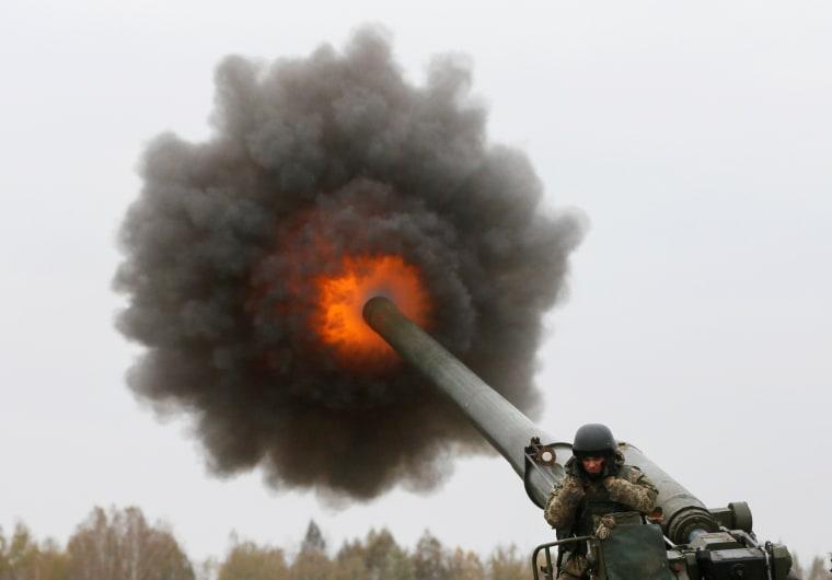 Image: Ukrainian servicemen take part in military drills in Kiev region