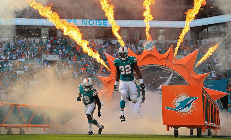 Image: *** BESTPIX *** Buffalo Bills v Miami Dolphins