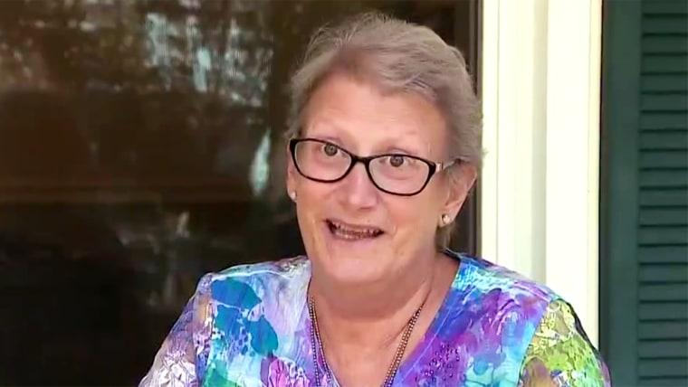 Neighborhood celebrates Christmas early for dying woman