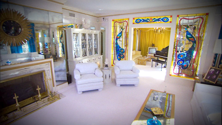 Graceland hotel tour with Priscilla Presley and Jenna Bush