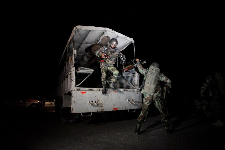 Image: Pakistani troops deploy outside the Police Training Center after an attack on the center in Quetta