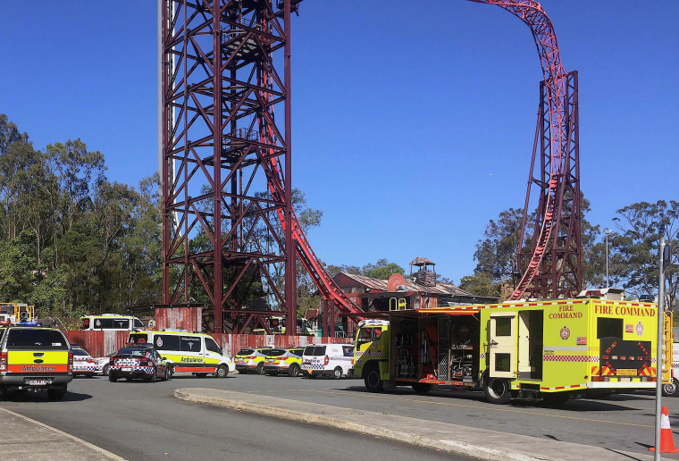 Image: Emergency services outside Dreamworld