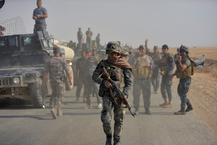 Image: Federal police forces take part in an operation against Islamic State militants in south of Mosul