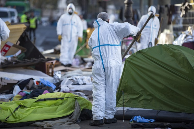 Image: Migrants crisis in Paris