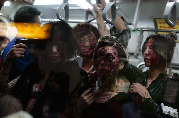 Image: Tokyoites Dress Up For Halloween