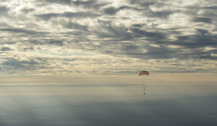 Image: Expedition 49 crew of three landing in Zhezkazgan