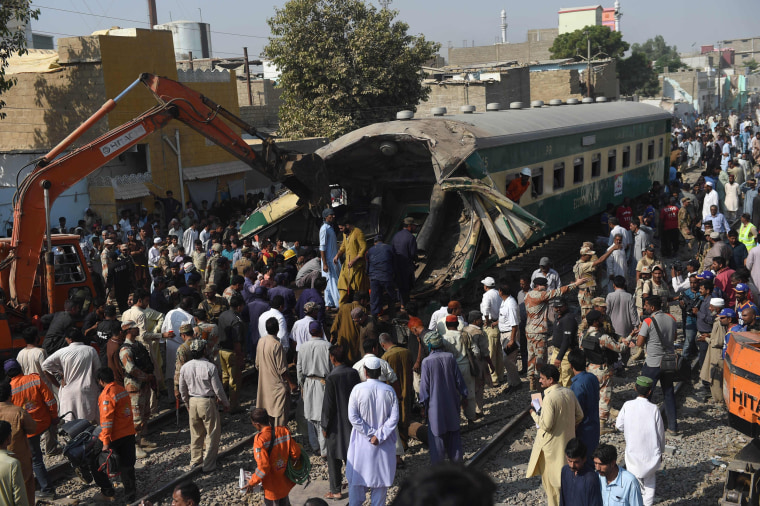 Image: TOPSHOT-PAKISTAN-ACCIDENT-RAILWAY