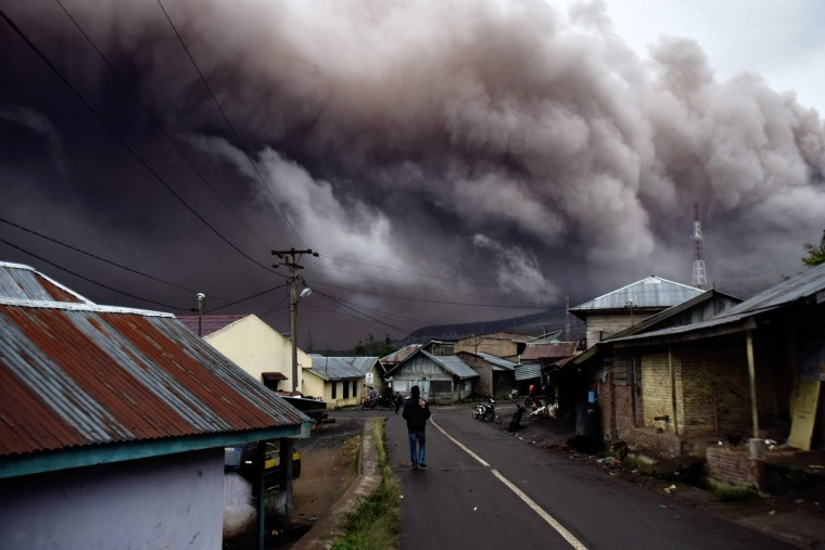 Image: TOPSHOT-CORRECTION-INDONESIA-VOLCANO