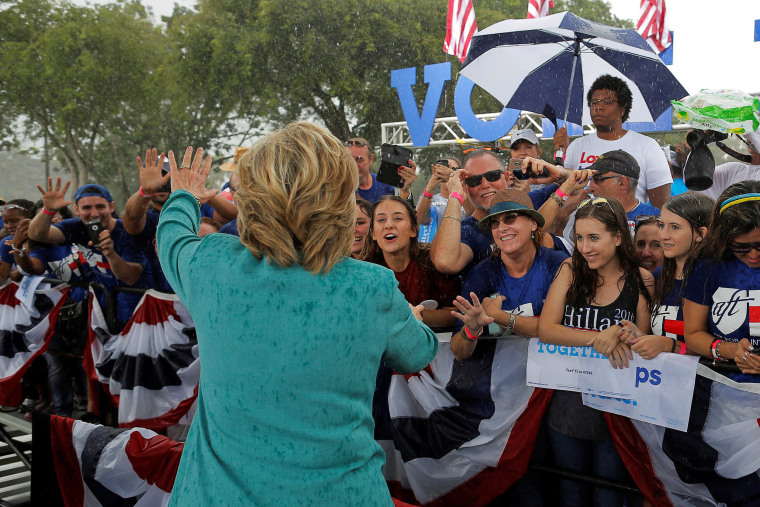 Image: U.S. Democratic presidential nominee Hillary Clinton greets audience members at a campaign rally in the rain in Pembroke Pines