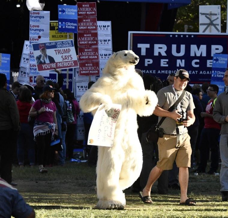 Image: Clinton-Trump Third Presidential Debate