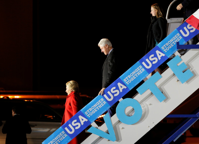 Image: U.S. Democratic presidential nominee Hillary Clinton, former U.S. President Bill Clinton, and Chelsea Clinton get off the campaign plane in Morrisville,