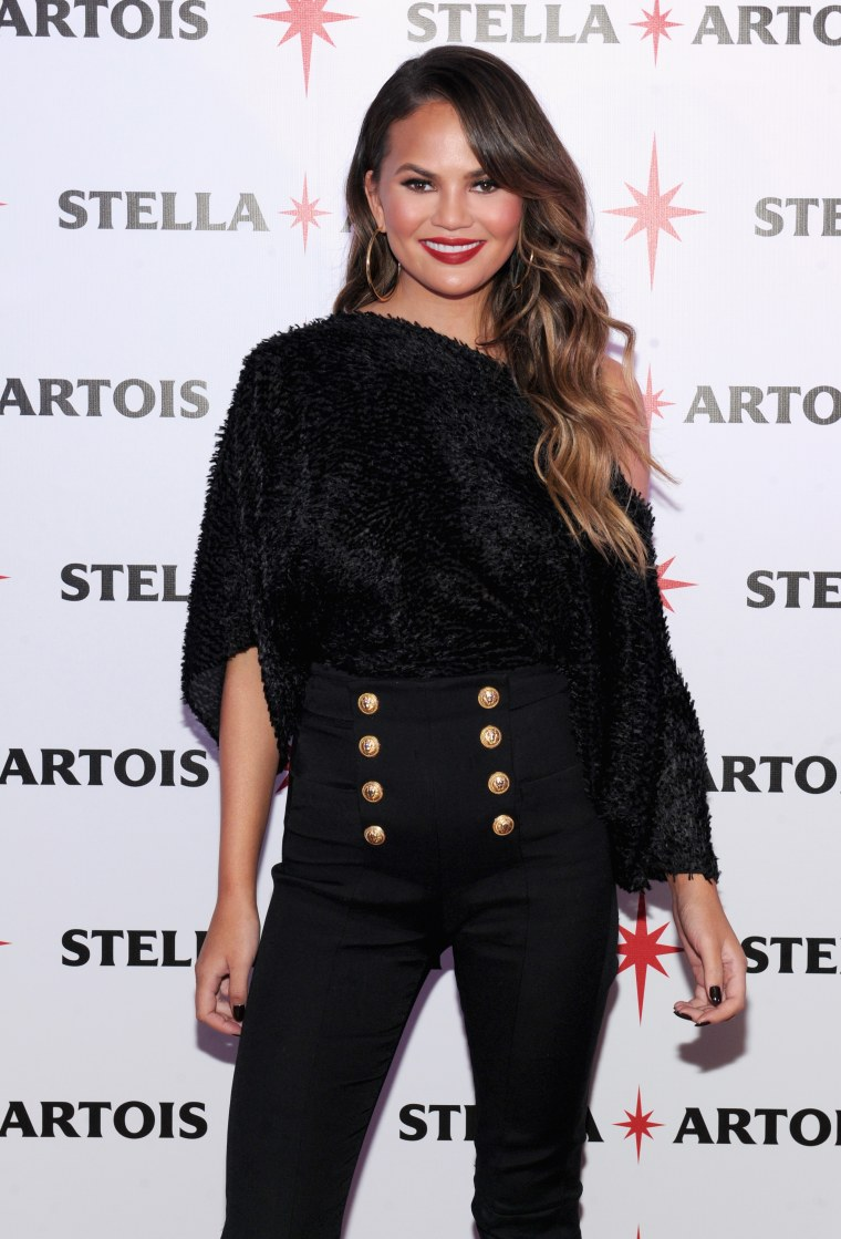 """Chrissy Teigen Joins Stella Artois At The """"King's Feast"""" Celebration To Kick-Off A Season Of Memorable Holiday Hosting"""