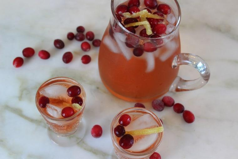 Sparkling Cranberry Ginger Cocktail for Thanksgiving