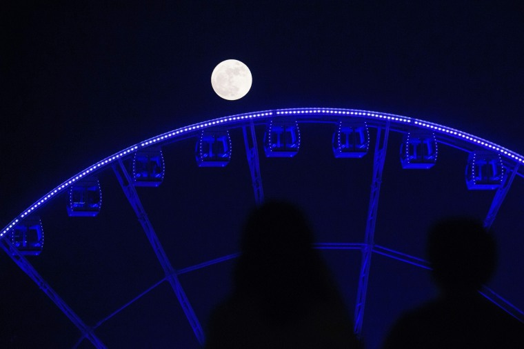Image: HONG KONG-SCIENCE-ASTRONOMY-MOON-PHENOMENON
