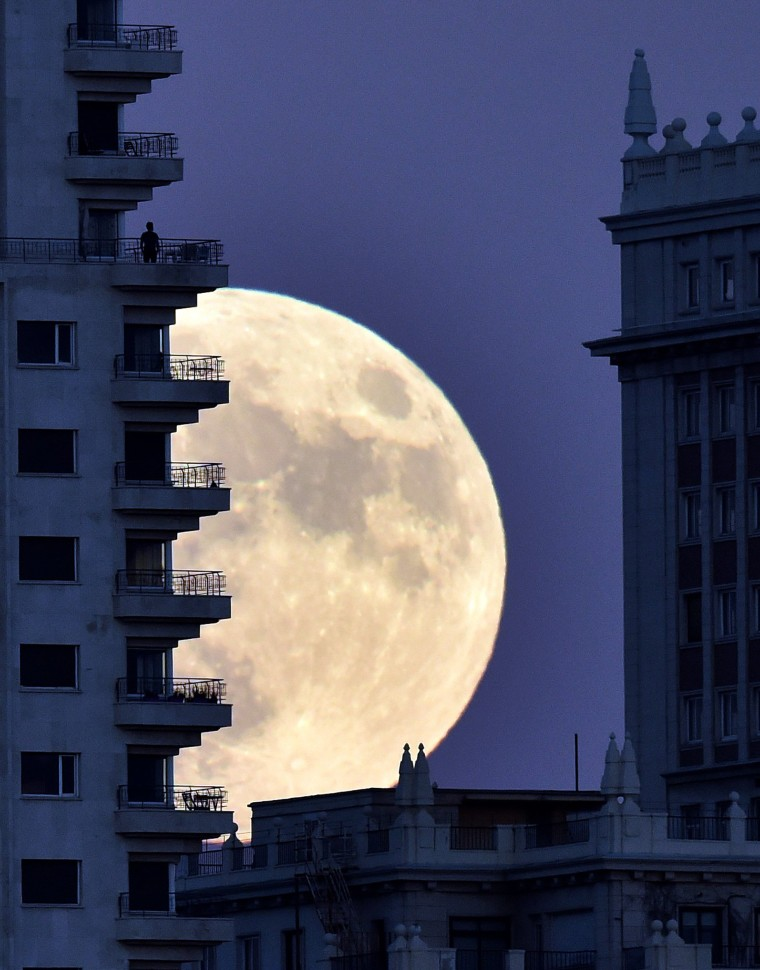 Image: TOPSHOT-SPAIN-MOON-WEATHER