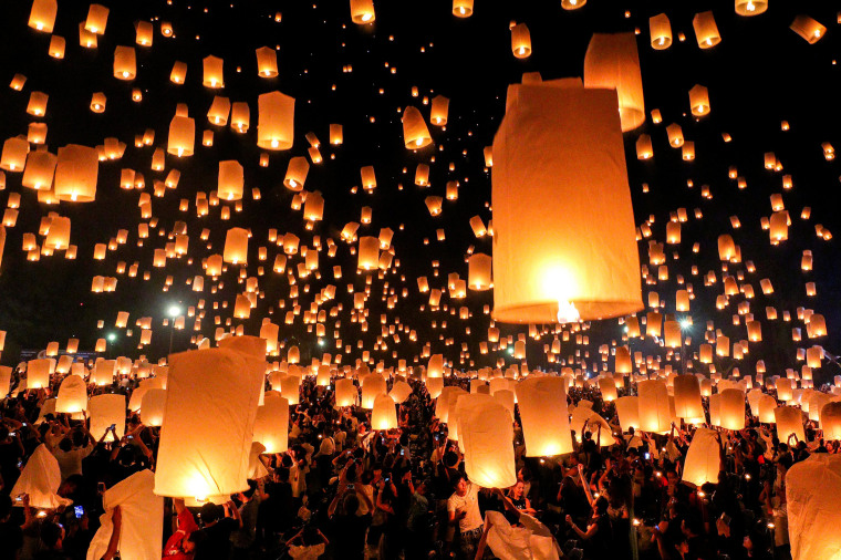Image: People release floating lanterns during the festival of Yee Peng in the northern capital of Chiang Mai