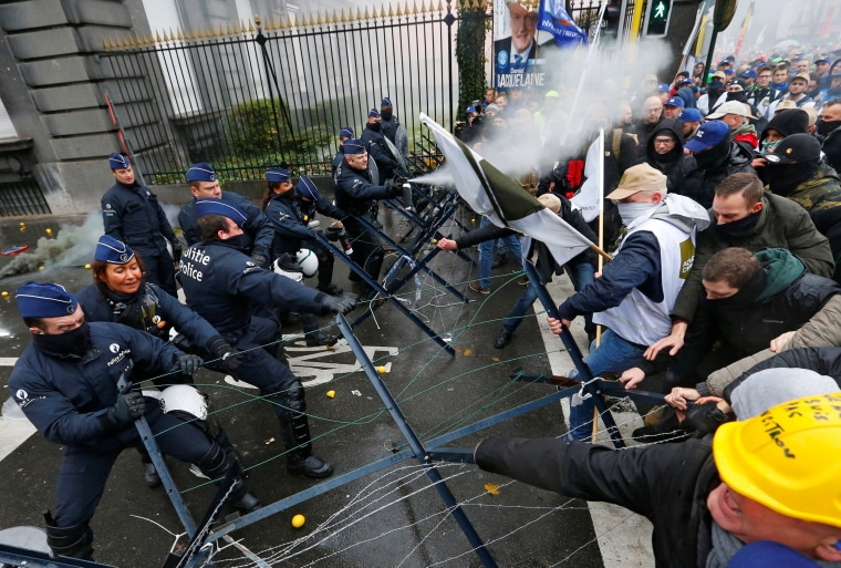Image: Belgian soldiers scuffle with police officers during a protest against planned pension reforms in central Brussels