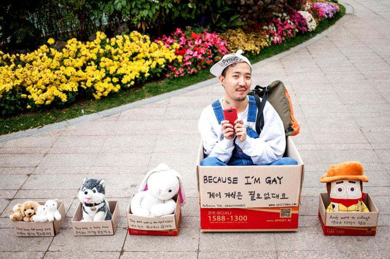 Queer street performer Heezy Yang.