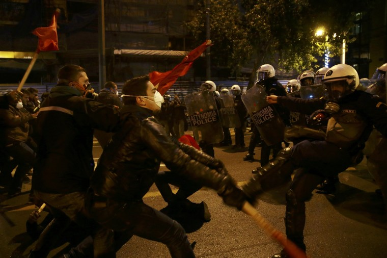 Image: Protesters clash with riot police during a demonstration against the visit of US President Obama in Athens
