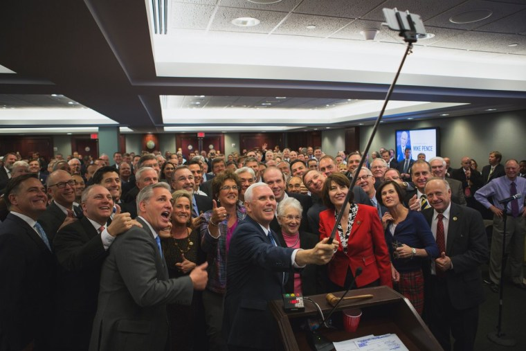 Mike Pence and other Republicans gather for a selfie.