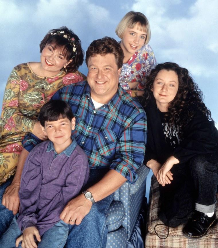 ROSEANNE, Roseanne, Michael Fishman, John Goodman, Lecy Goranson, Sara Gilbert, Season 6. 1988-1997.