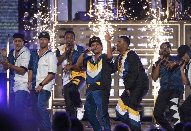 Image: 2016 American Music Awards