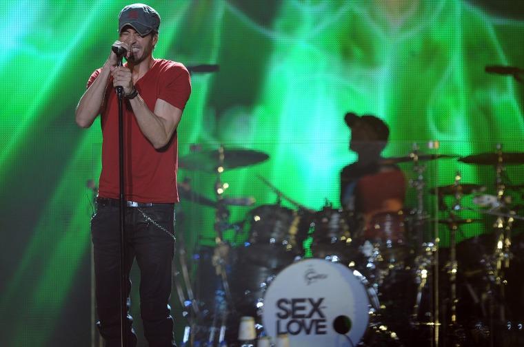 Enrique Iglesias Performs in Denver
