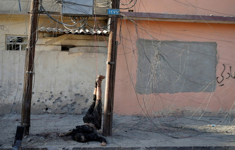 Image: The body of an Islamic State fighter hangs in Mosul