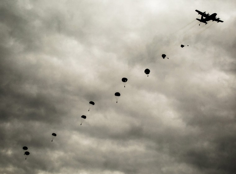 Image: Joint paratrooper maneuvers in Spain