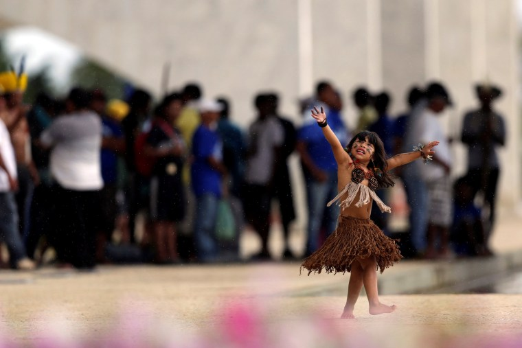 Image: Indigenous children from the Kaingang ethnic group