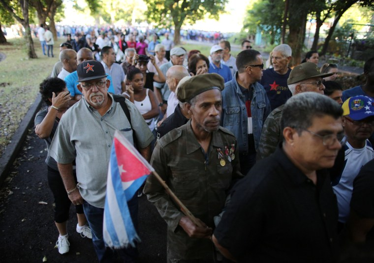 Image: People stand in line to pay tribute to Fidel Castro