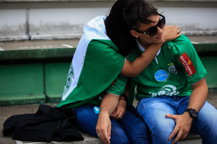 Image: Supporters of Chapecoense honor the players at team's stadium