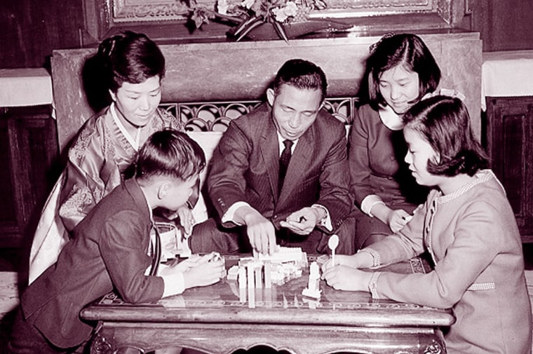 Image: Park Geun-hye (right, back row) with her family as a child