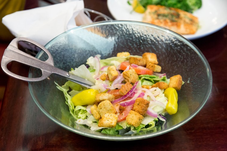 olive gardens signature salad also has a new lighter fare dressing - Olive Garden Salad Calories