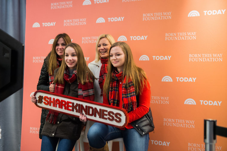 There's nothing selfish about a selfie with the #ShareKindness LEGO hashtag!
