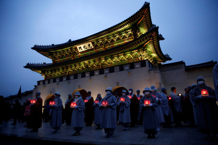 Image: Buddhist monks and nuns hold lanterns at a protest calling for South Korean President Park Geun-hye to step down in Seoul