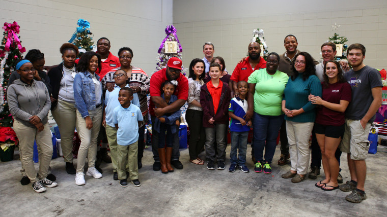 The five families from the Greater Baton Rouge Food Bank with NBC's Craig Melvin