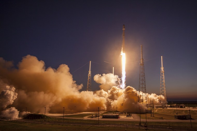Image: SpaceX's Falcon 9 rocket makes a successful launch
