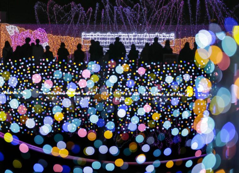 Image: Japanese amusement park is illuminated with Christmas lights