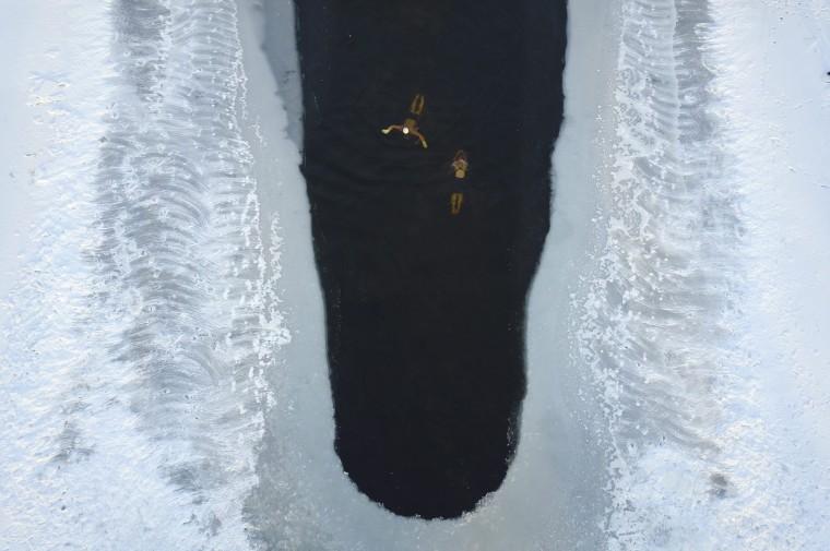 Image: China winter swimming in Shenyang