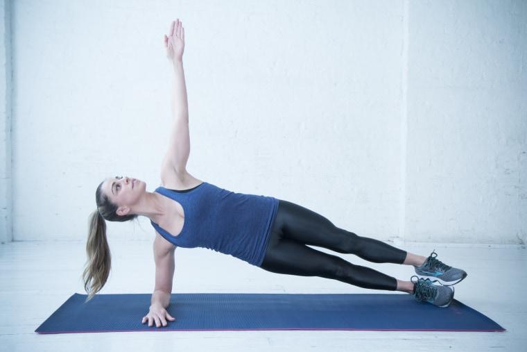 Alternating side plank