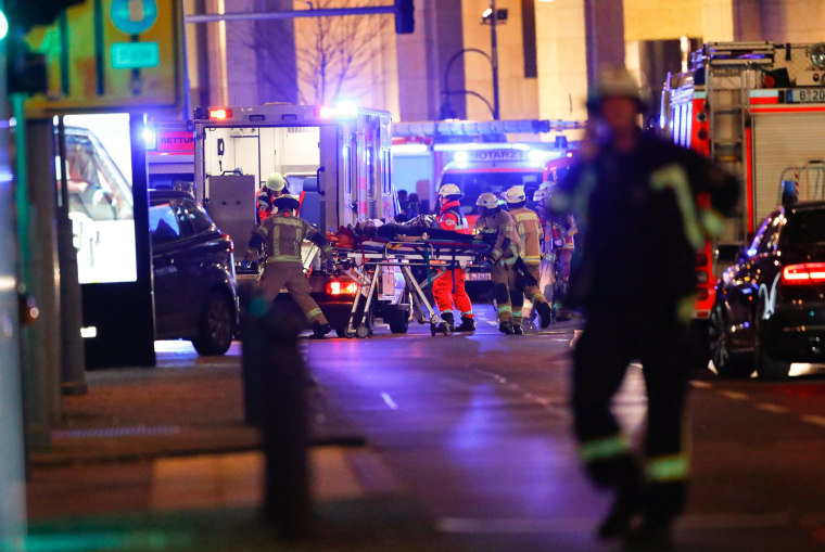 Image: Paramedics work at the site of an accident at a Christmas market in Berlin