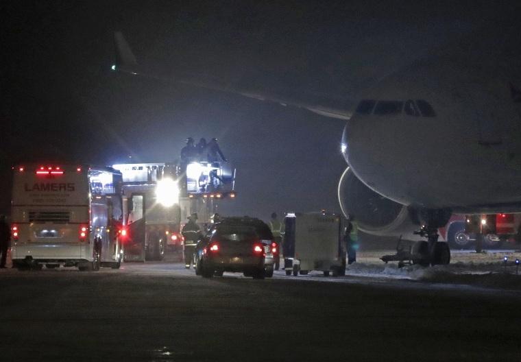 f596ef49 Vikings Plane Slides Off Runway, Ice in Washington Amid Holiday ...