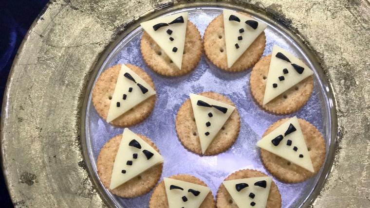 Black-Tie Cheese Crackers