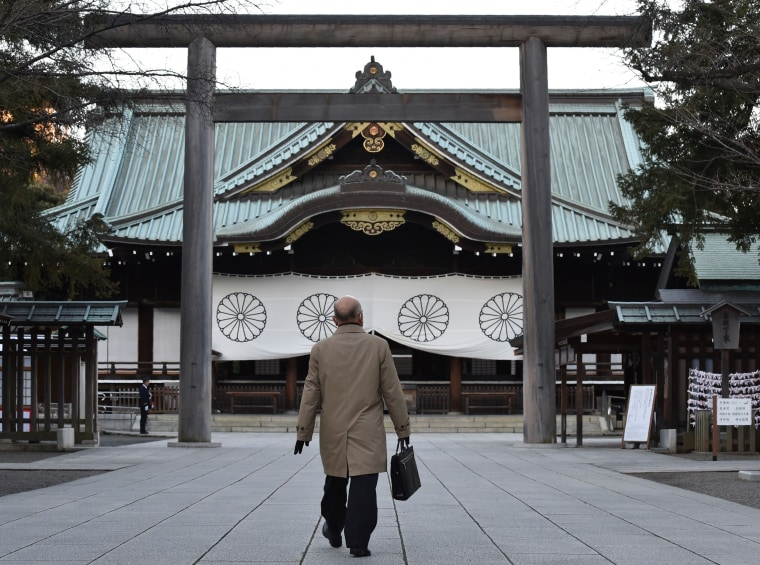 Image: A man visits the Yasukuni Shrine