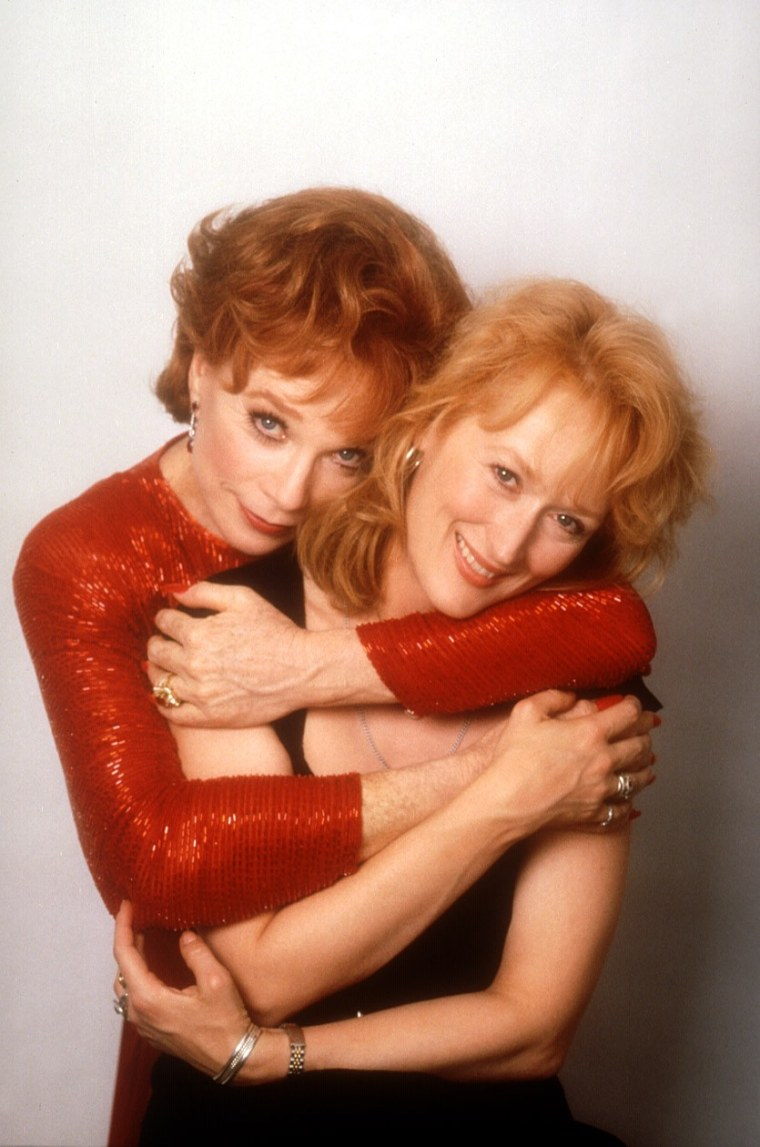 POSTCARDS FROM THE EDGE, Shirley MacLaine, Meryl Streep, 1990, embracing