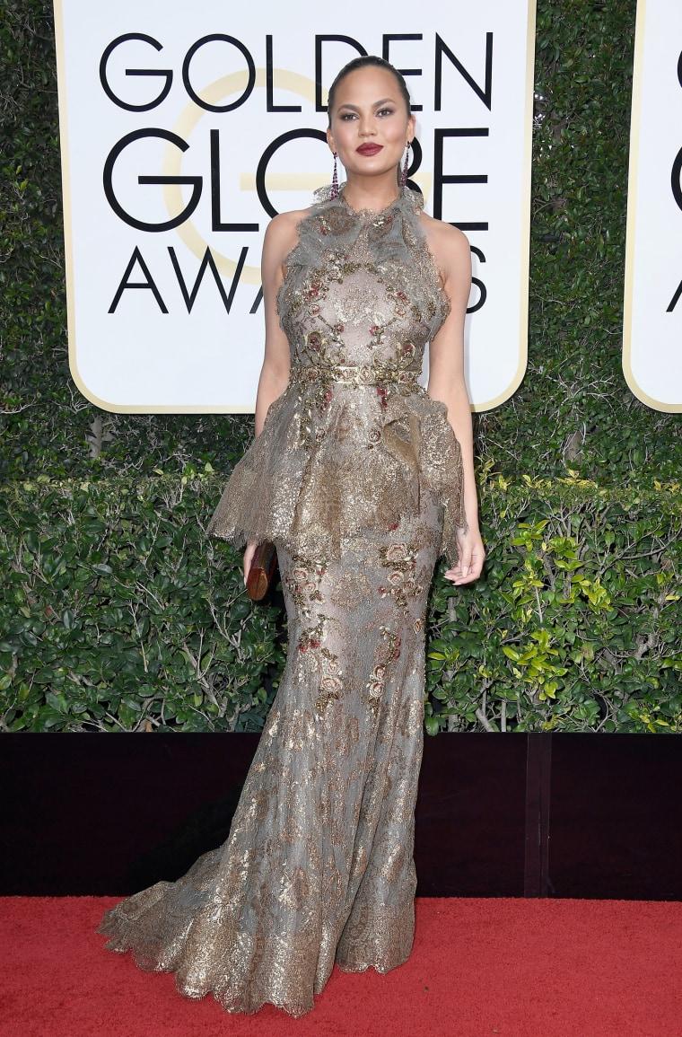 Chrissy Teigen Golden Globes 2017